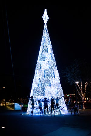 Get into the holiday spirit with the whole family by attending a variety of seasonal events around Phoenix. Whether you are looking to go ice skating, see a performance or gaze at lights, there are plenty of events to choose from.