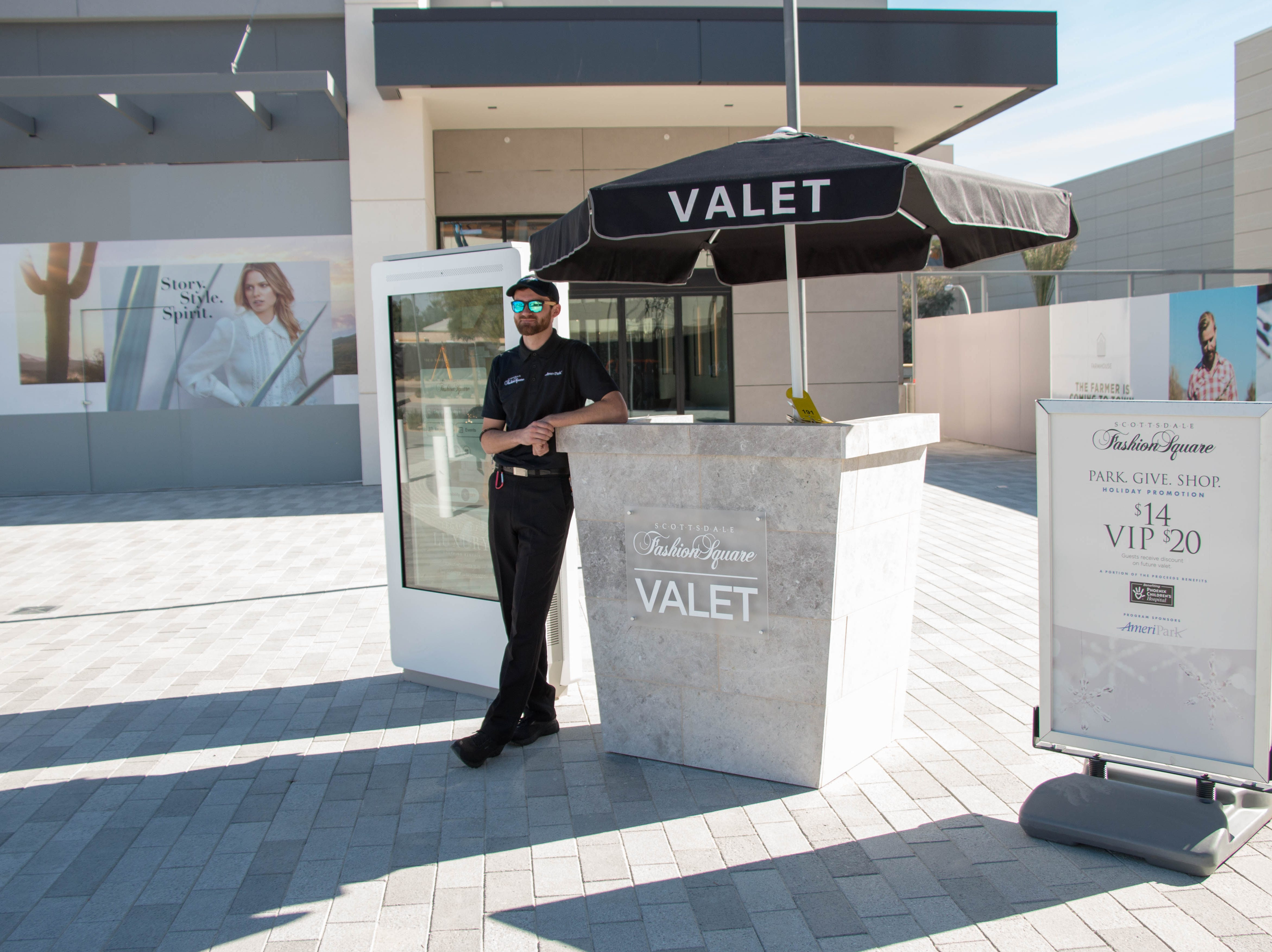 The mall's new entrance also features a new valet stand and customer lounge.