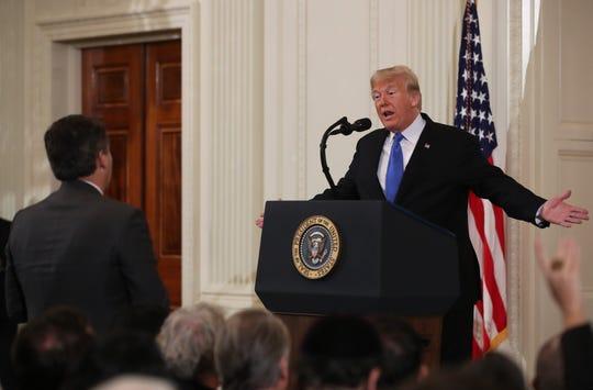 Donald Trump al momento de increpar a Jim Acosta, periodista de CNN al que llamó 'terrible persona'.