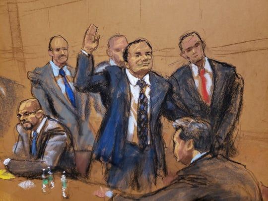 """Reproducción fotográfica de un dibujo realizado por la artista Jane Rosenberg donde aparece el narcotraficante mexicano Joaquín """"El Chapo"""" Guzmán mientras saluda a su esposa antes del inicio del primer día de su juicio."""