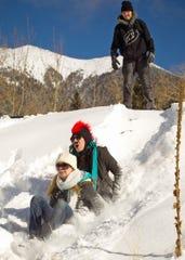 Familias enteras se divierten en Snowbowl.