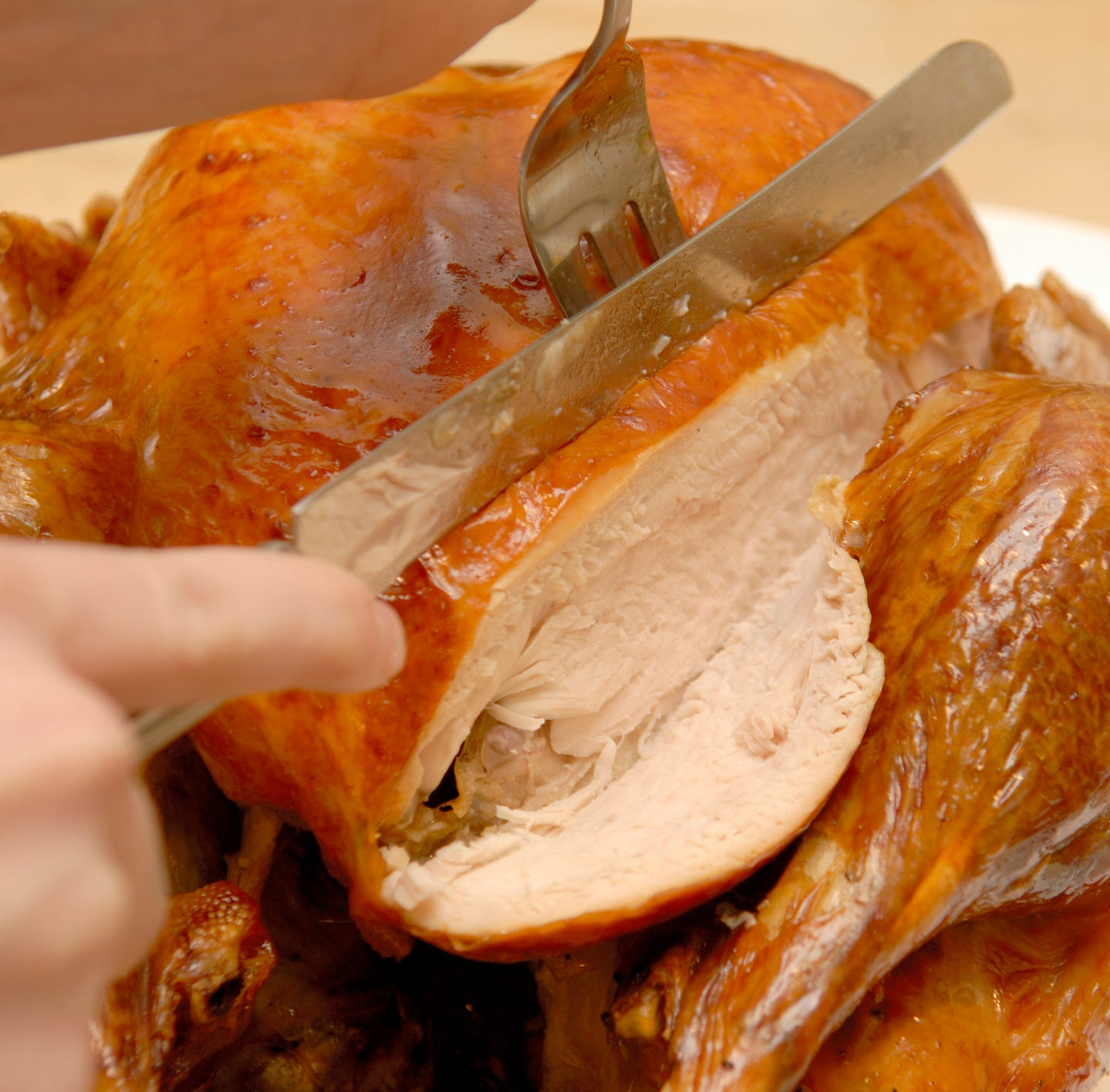 Video: How to carve a Thanksgiving turkey