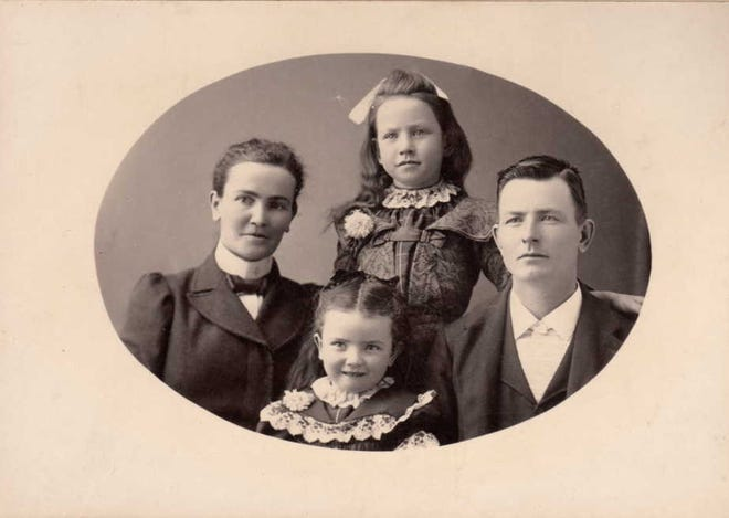John and Lillie Crawford with daughters Edna (back) and Beatrice (front).