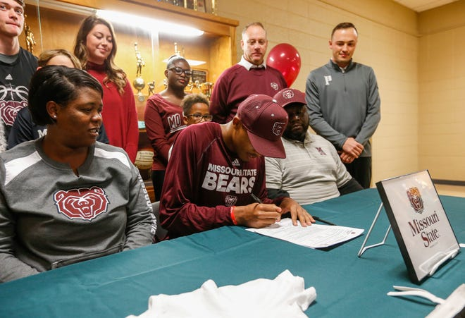Parkview High School forward Tyem Freeman signs his letter of intent to play basketball at Missouri State University on Friday, Nov. 16, 2018.