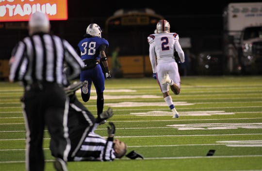 Bolles running back Jayden McCloud breaks free for an 80-yard touchdown during a 32-27 win over Godby in a Region 1-5A semifinal at Gene Cox Stadium on Thursday, Nov. 15, 2018.