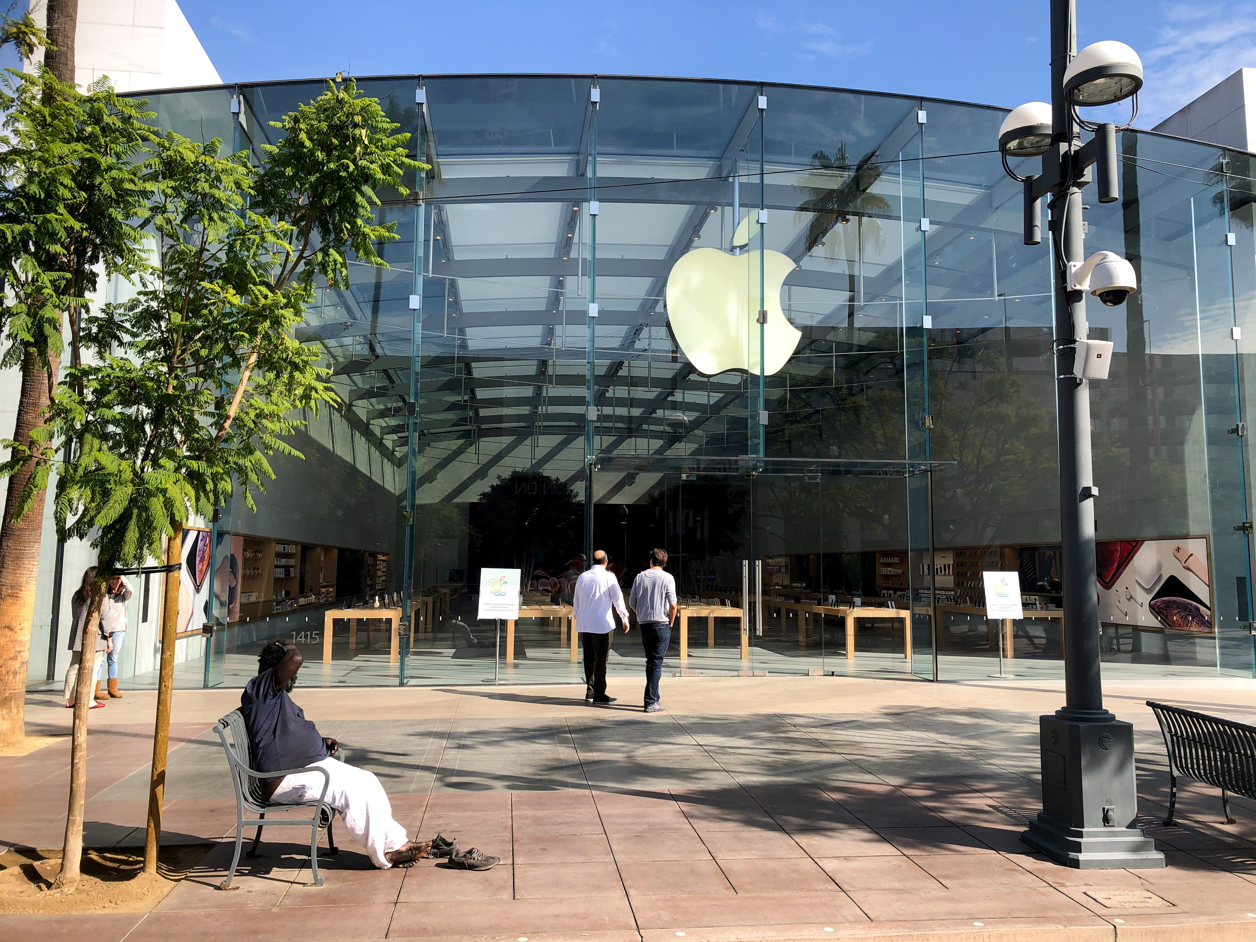 The new re-designed Apple Store in Santa Monica part of the 100 flagship Apple Stores getting a major makeover. The store is now focused on four areas--the Forum, Avenues and Grove, where the Genius support staff and Today at Apple instructors congregate.
