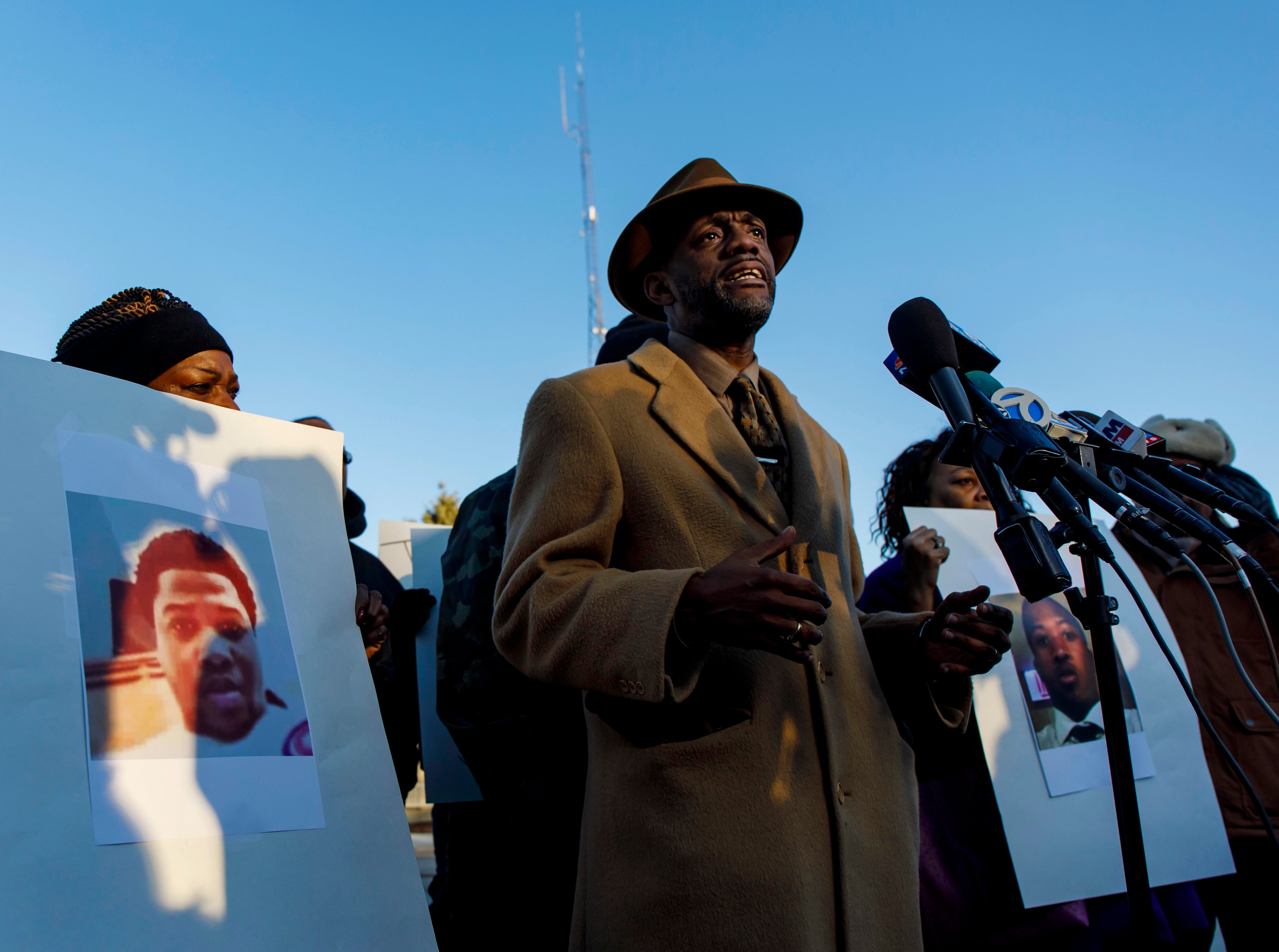 Jemel Roberson: Family demands police release name of cop who shot black security guard