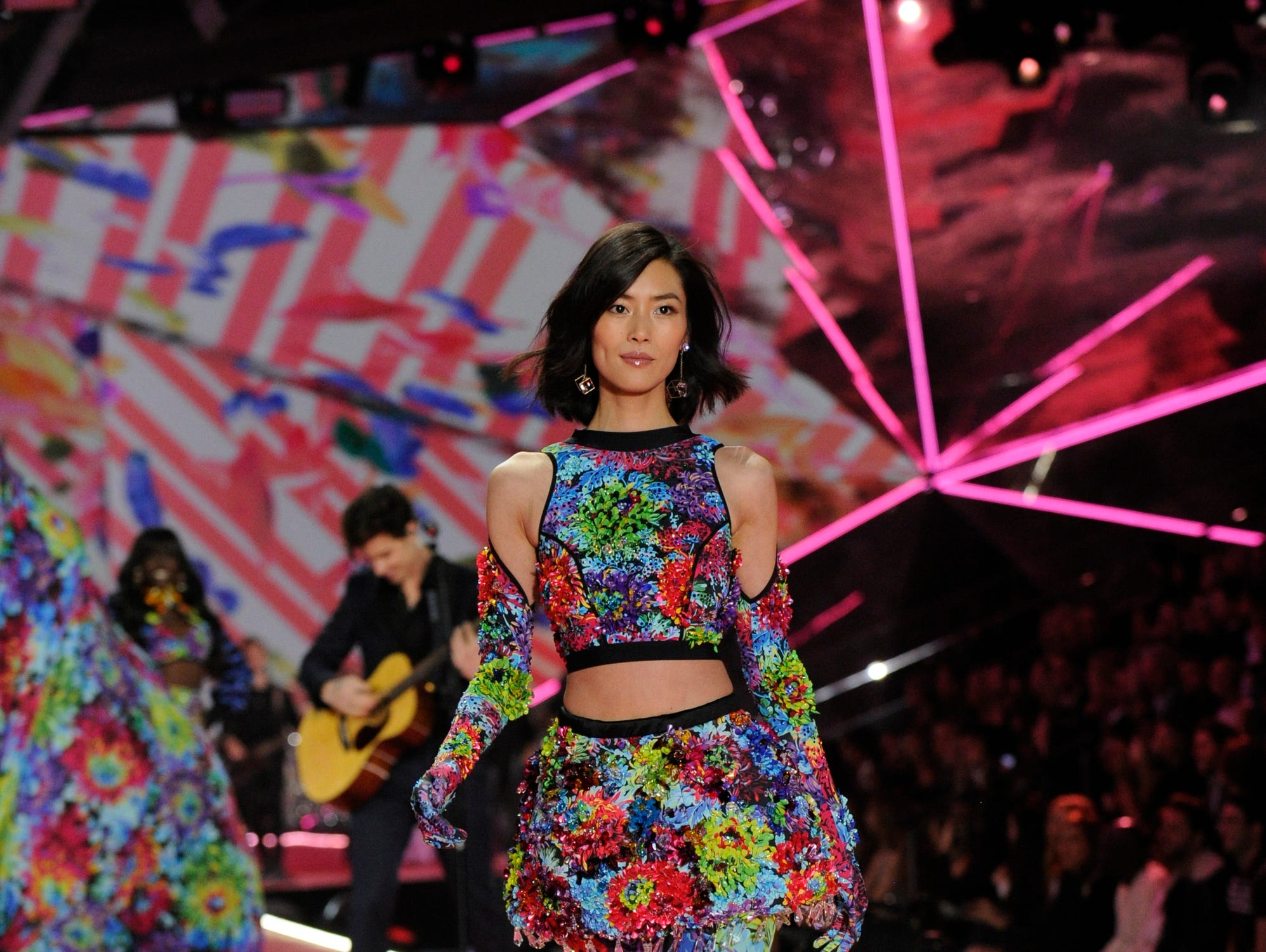 """""""The Victoria's Secret Fashion Show Holiday Special"""" (ABC, Dec. 2, 10 EST/PST)"""