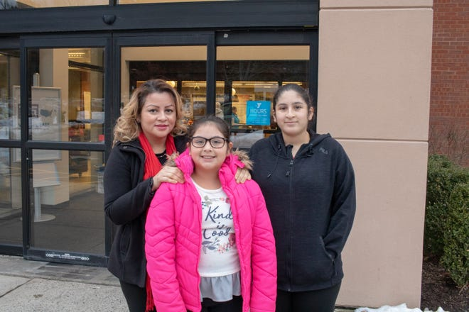 Single mother, Rosario Valiente, would love to be able to provide her daughters with a place to eat and do homework but struggles to make ends meet. From left to right: Rosario Valiente and her daughters, Genesis, 10 and Marian, 13.