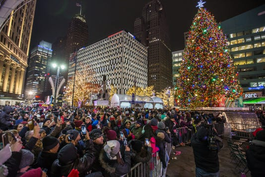 111618 Detroit Tree Lightin