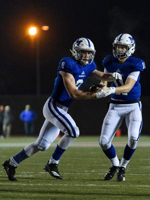 Memorial's Branson Combs (8) receives a handoff from Michael Lindauer in the Tigers' 42-17 romp over Indianapolis Chatard in the Class 3A semistate. Both were named to the IFCA's Top 50 all-staters.