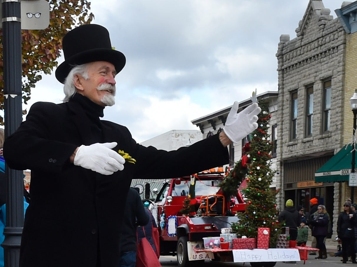 Entertainer Fred Wittig provides sideline fun along the parade route at the Christmas By The Bay holiday parade on Saturday, Nov. 17, 2018, in Sturgeon Bay. Tina M. Gohr/USA TODAY NETWORK-Wisconsin