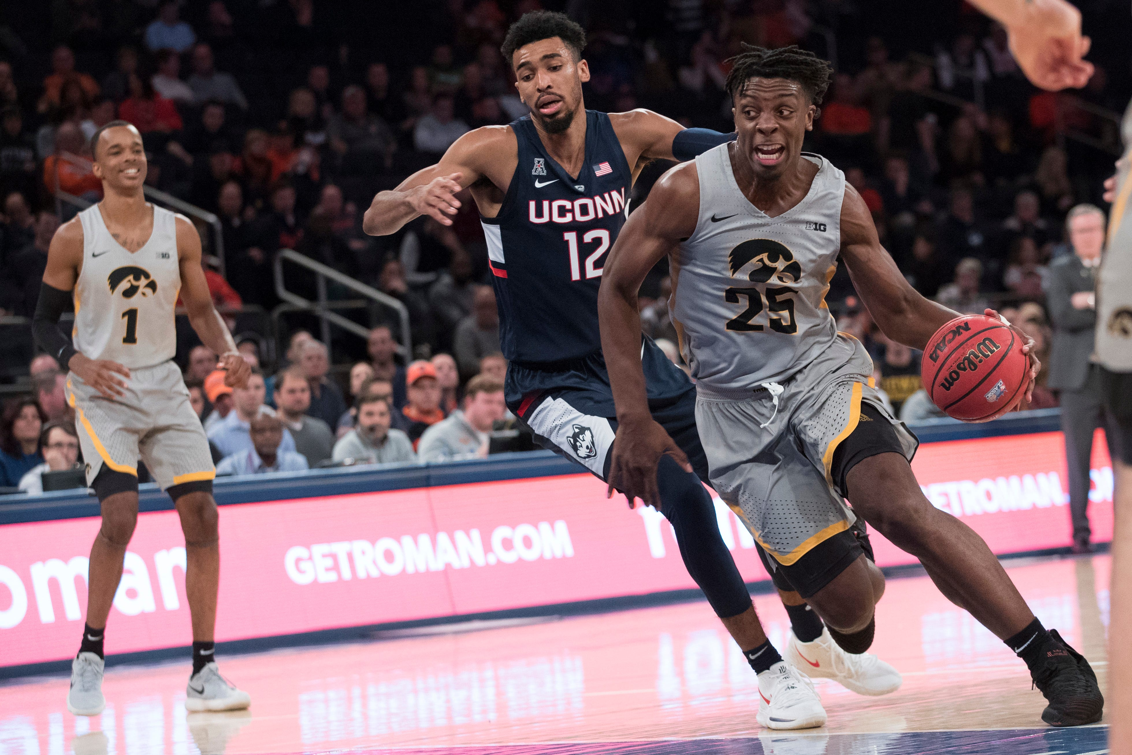 2k classic: hawkeyes beat uconn to win 2018 tournament