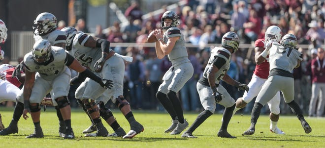 Mississippi State's Nick Fitzgerald (7) looks for a receiver on the opening drive. Mississippi State played Arkansas in an SEC football game on Saturday, November 17, 2018. Photo by Keith Warren
