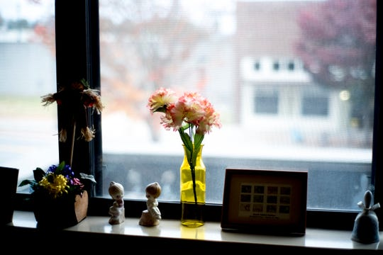 A vase of flowers sits on the windowsill of Jeanne Schubert's apartment in Broadway Towers in Maryville on Nov. 8, 2018.