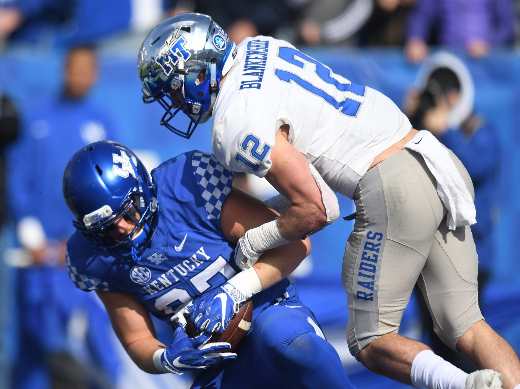 UK TE C.J. Conrad catches a touchdown pass during the University of Kentucky football game against Middle Tennessee at Kroger Field in Lexington, Kentucky on Saturday, November 17, 2018.