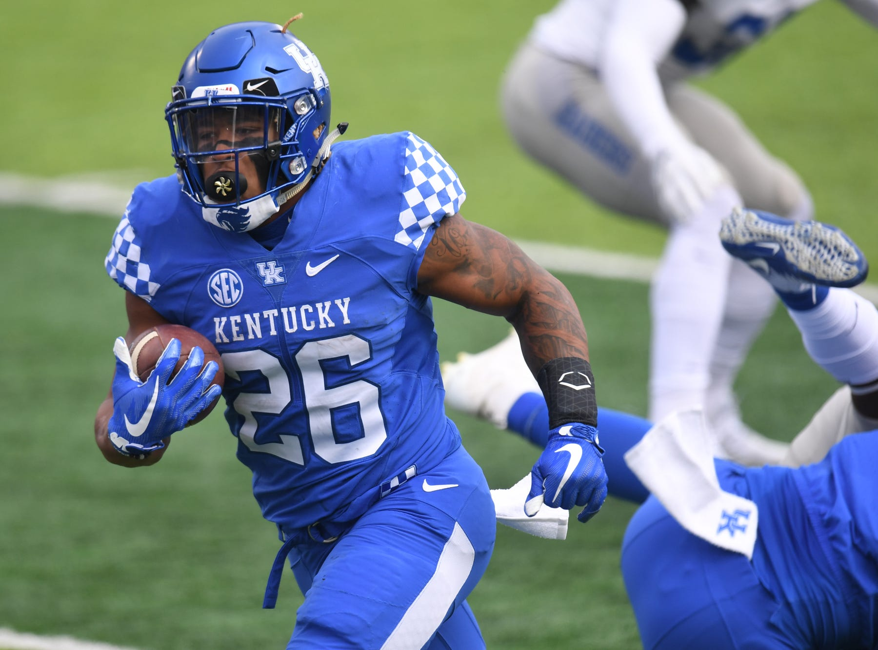 UK RB Benny Snell Jr. runs for a touchdown during the University of Kentucky football game against Middle Tennessee at Kroger Field in Lexington, Kentucky on Saturday, November 17, 2018.