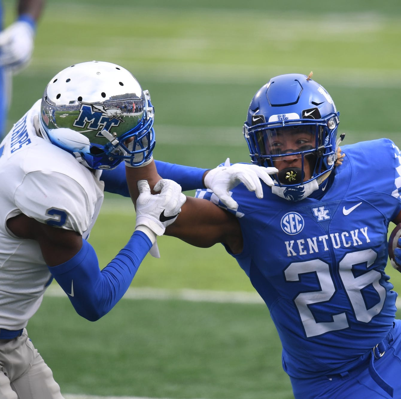 How far did Kentucky football rise in top 25 after MTSU win?