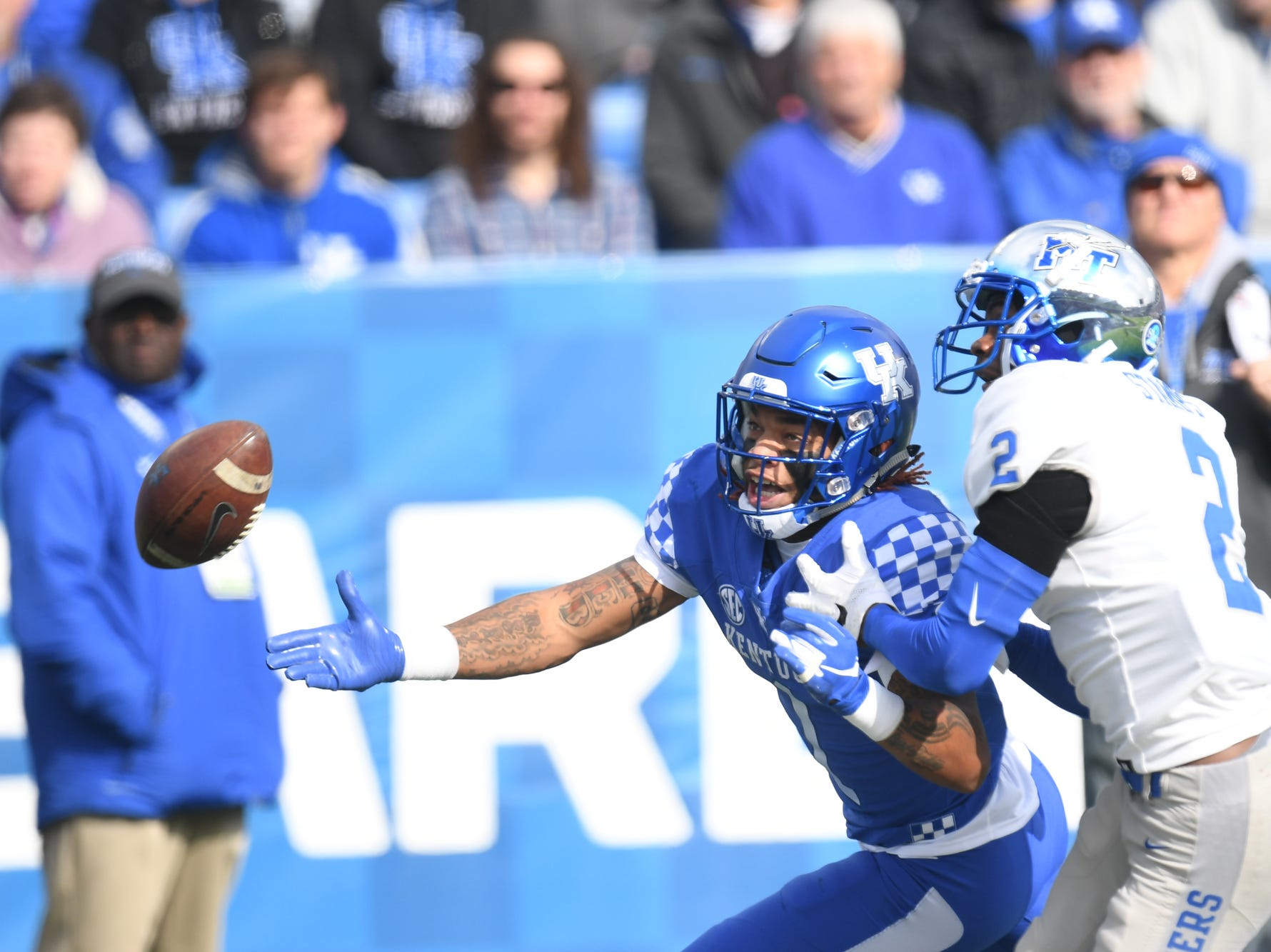 UK WR Lynn Bowden Jr. stretches for a pass during the University of Kentucky football game against Middle Tennessee at Kroger Field in Lexington, Kentucky on Saturday, November 17, 2018.