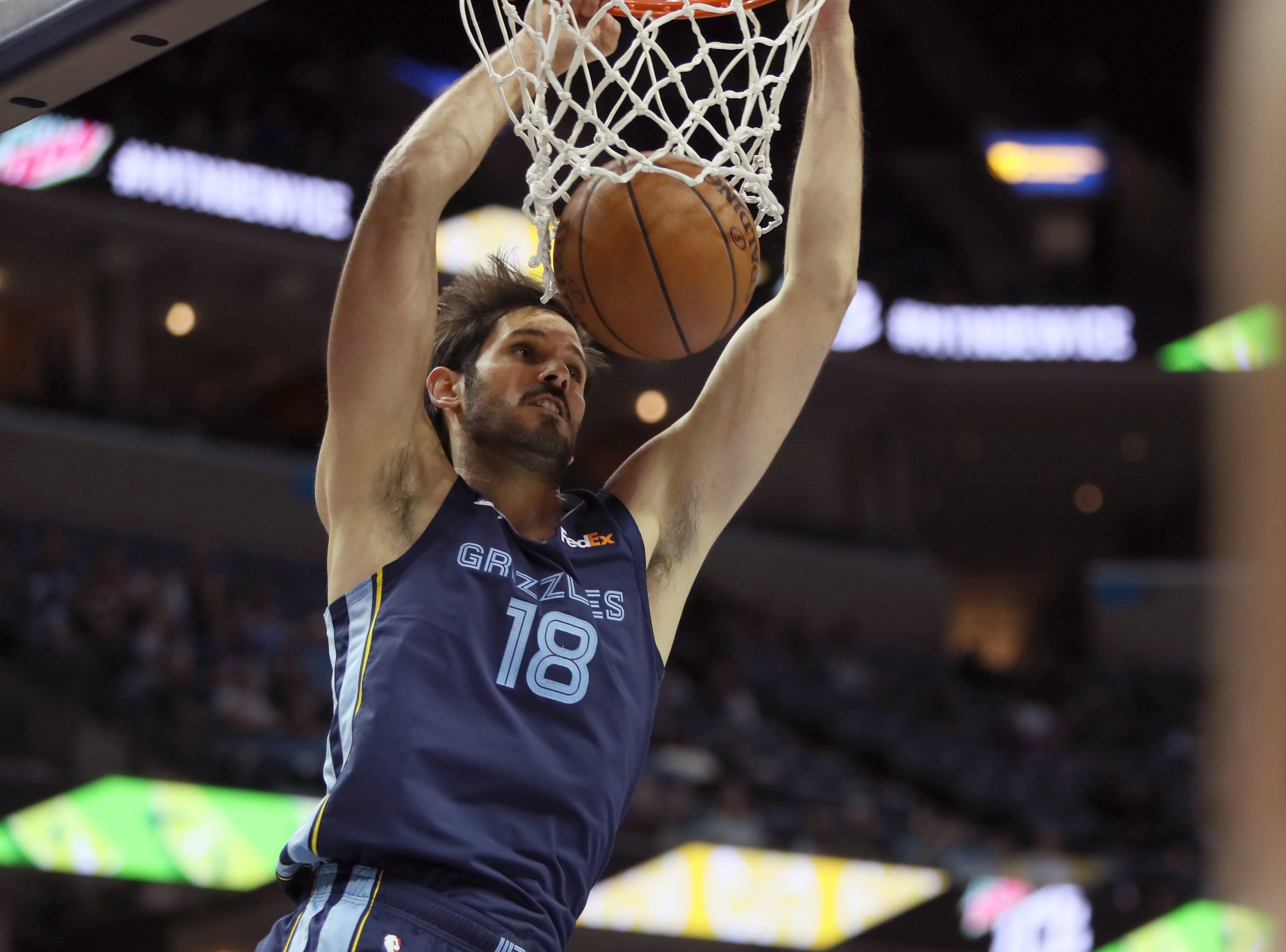 Memphis Grizzlies forward Omri Casspi dunks the ball against the Sacramento Kings during their game at the FedExForum on Friday, November 16, 2018.