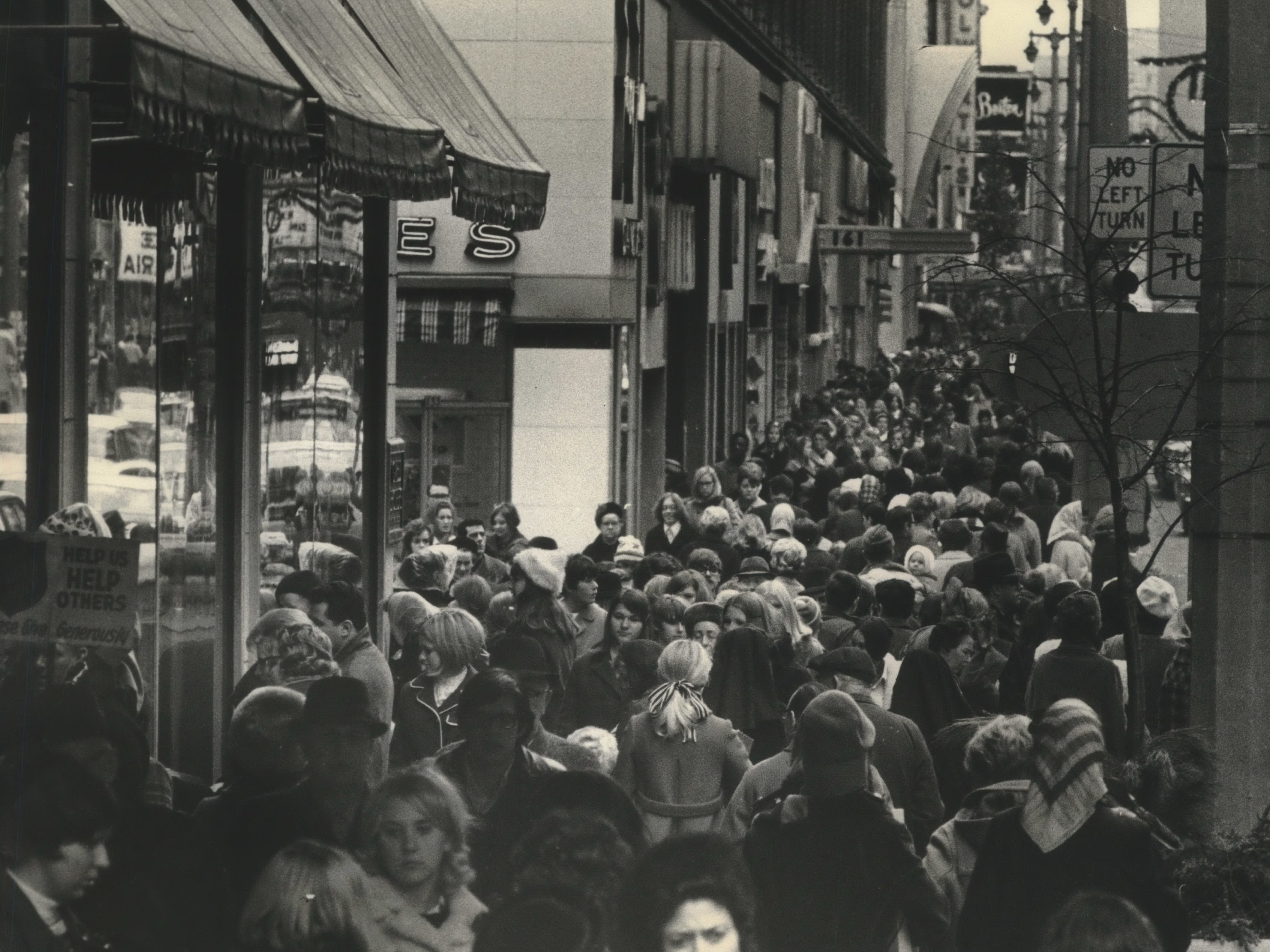 Bustling shoppers jam the sidewalks along W. Wisconsin Ave. on Nov. 29, 1968, the Friday after Thanksgiving that year. This photo was published in the Nov. 30, 1968, Milwaukee Sentinel.