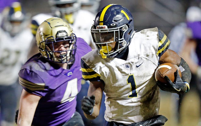 Lausanne's Eric Gray (1) outruns Christ Presbyterian Academy's Kane Patterson (4)during their DII-AA semifinal game Friday, Nov. 16, 2018, in Nashville, TN.