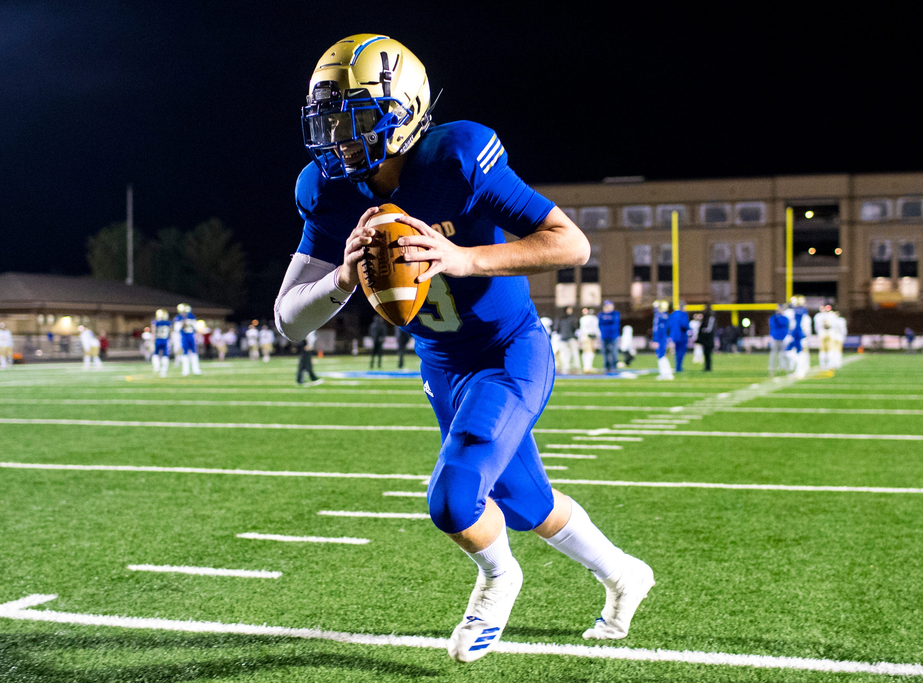 Brentwood's Cade Granzow (3) warms up before Brentwood's game against Ravenwood at Brentwood High School in Brentwood on Friday, Nov. 16, 2018.