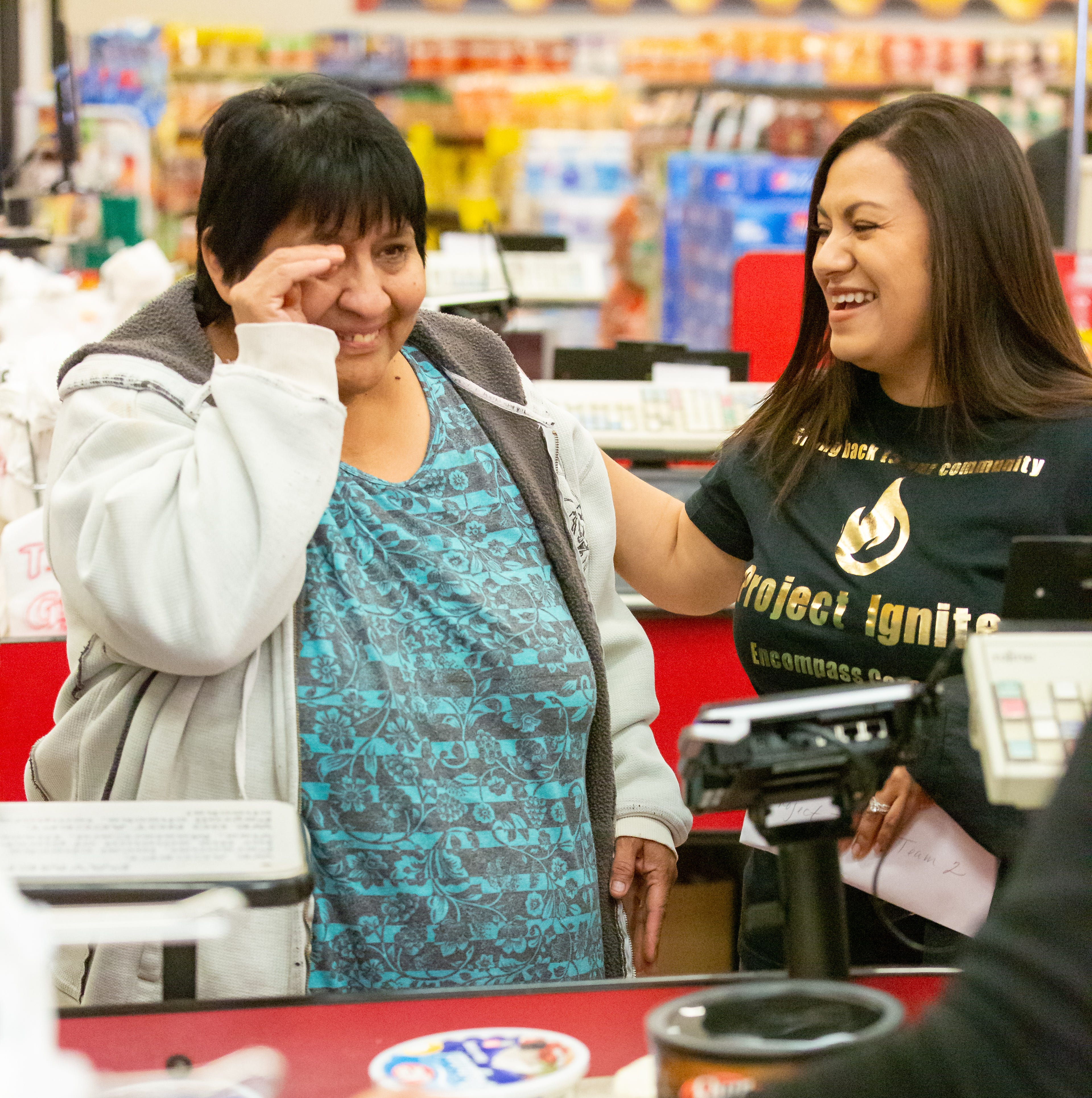 Encompass Home Health surprises shoppers by paying for their groceries