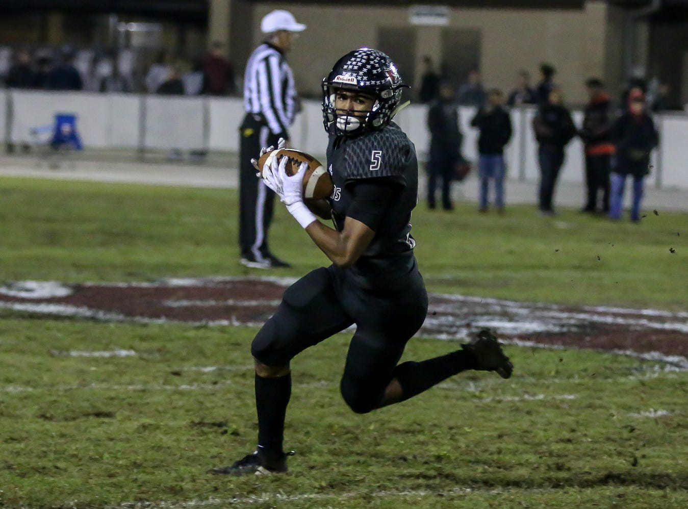 Navarre's Dante Wright (5) runs up the field against Escambia in the Region 1-6A Semifinal game at Navarre High School on Friday, November 16, 2018.