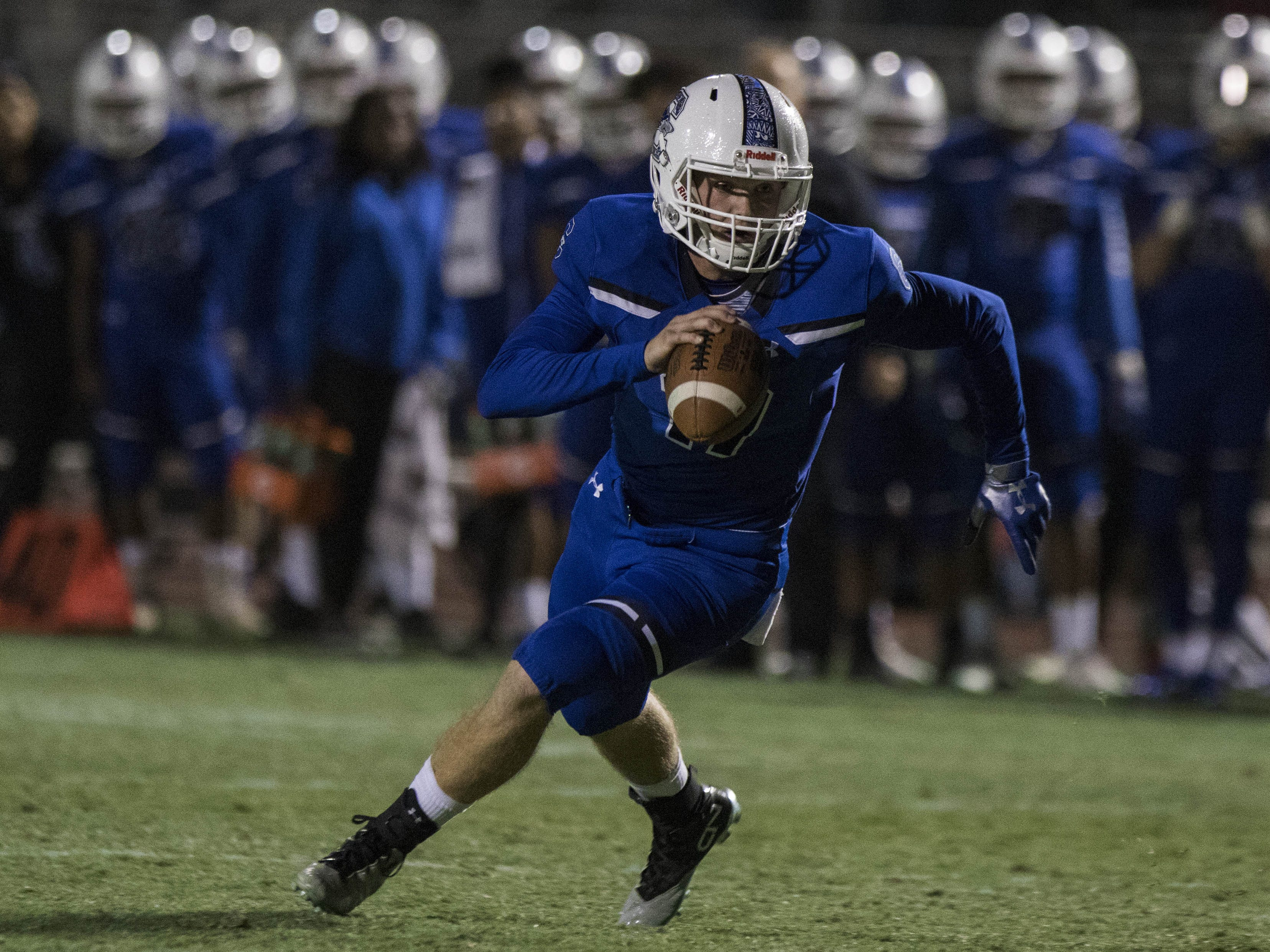 Chandler's Jacob Conover looks to run against Highland's  defense during their game in Chandler Friday, Nov.16, 2018. #azhsfb