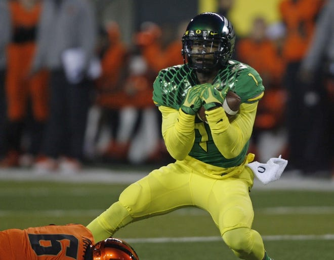 Oregon's Josh Huff cradles the ball after making a 44 yard reception in the second quarter during the 117th Civil War game, at Autzen Stadium, on Friday, Nov. 27, 2013.
