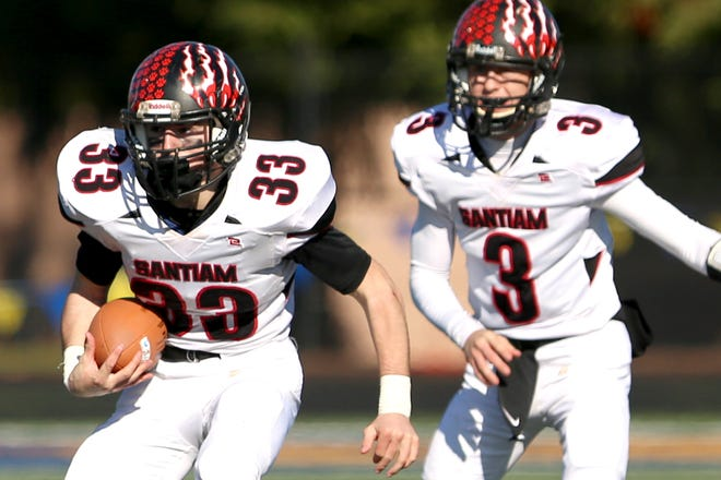 Santiam's quarterback Colin Thurston (3) hands the ball off to Brody Davidson (33) during the OSAA 2A semifinal Santiam vs. Monroe football game on Saturday, Nov. 17, 2018 in Cottage Grove.