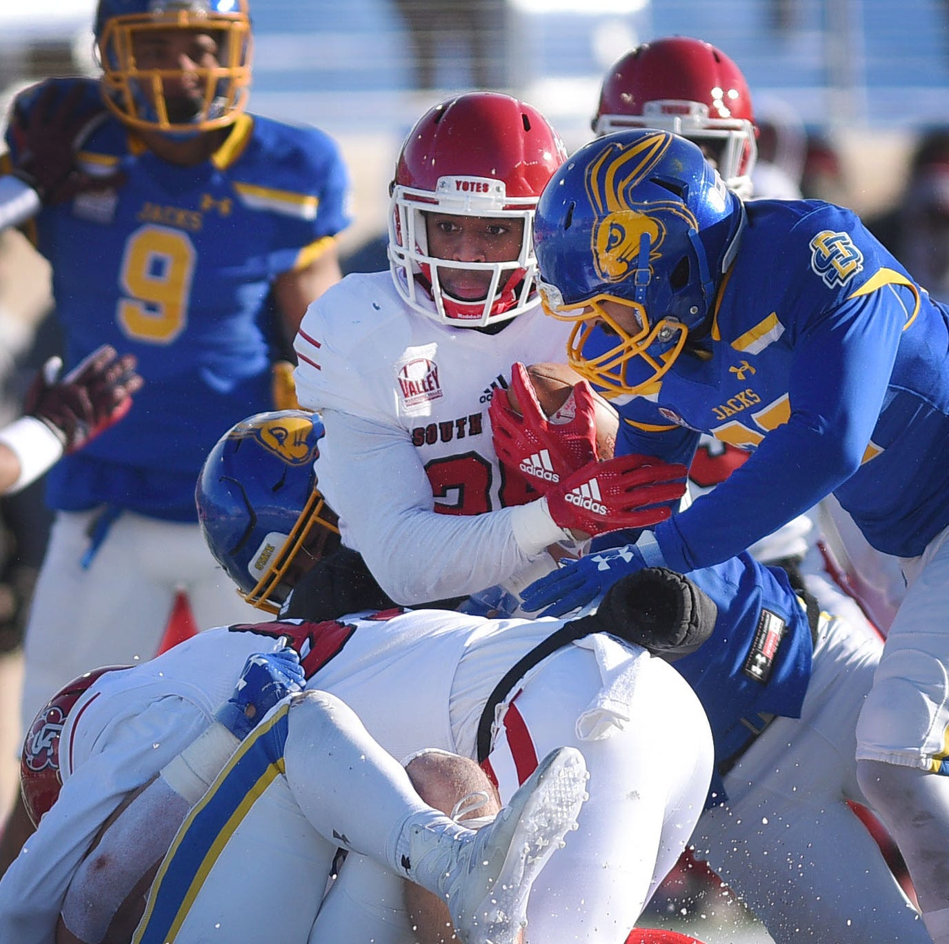 South Dakota State vs. South Dakota: A very cold day for the Coyotes