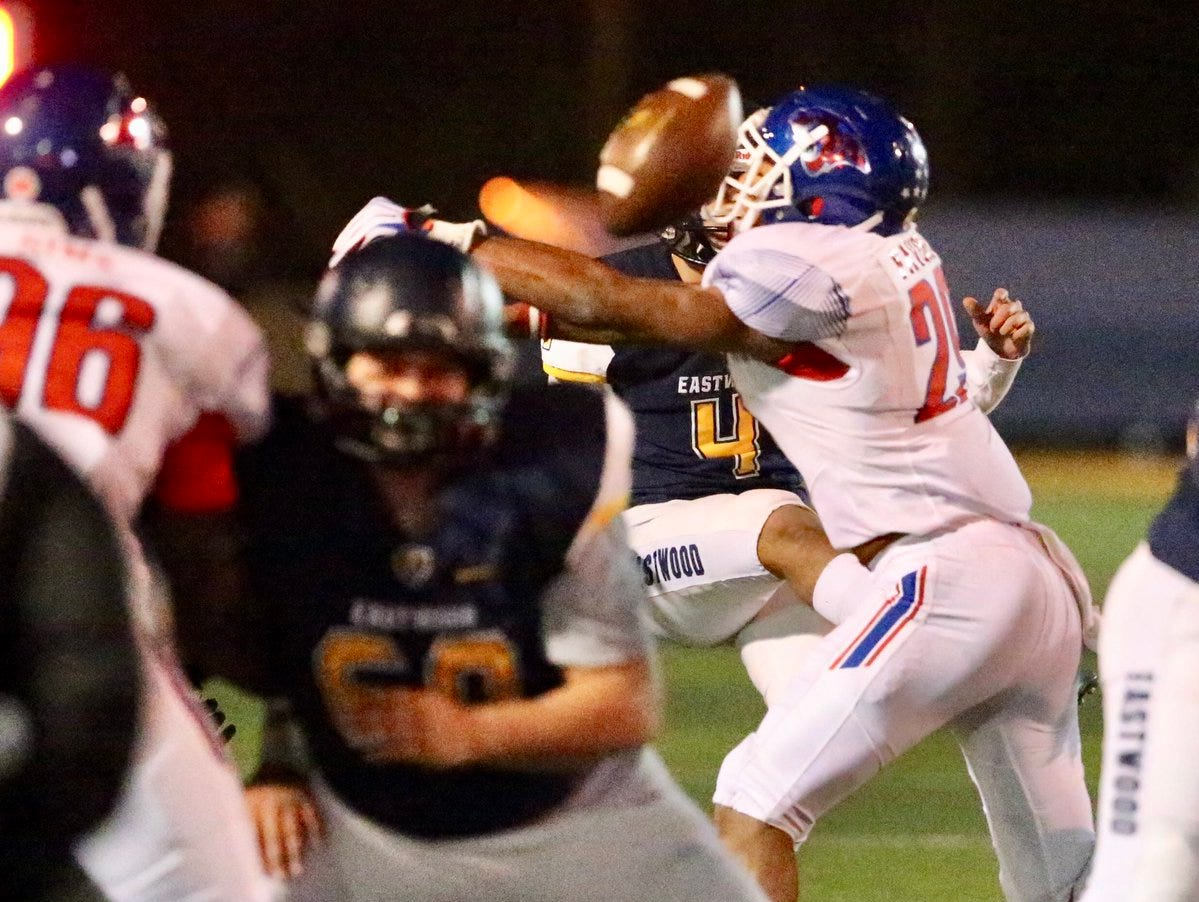 Eastwood closes gap in the second quarter, Abilene Cooper blocks Eastwood kick attempt. @TroopAthletics @Coopercoogs1