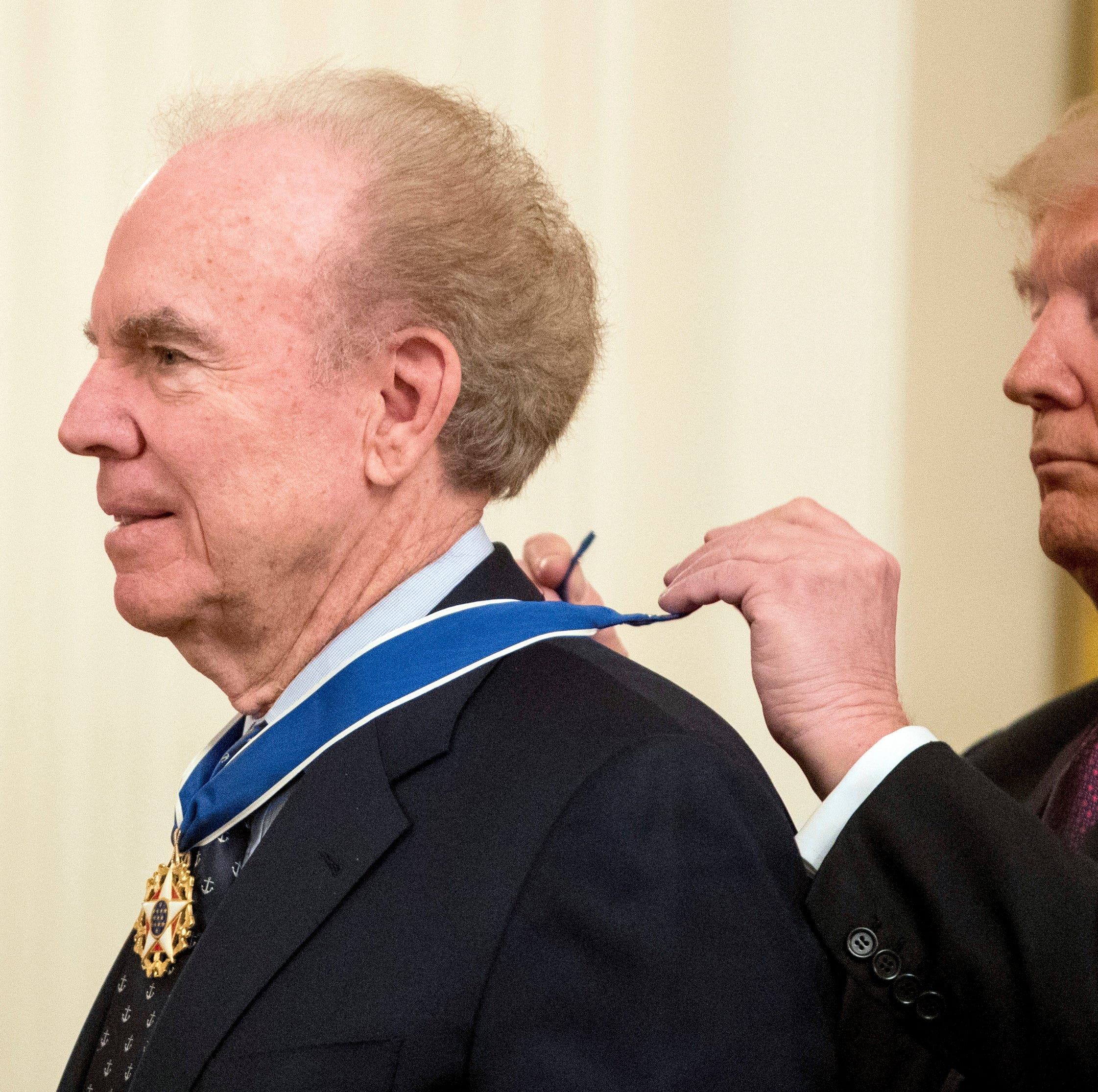 Dallas Cowboys great Roger Staubach among 7 given Presidential Medal of Freedom by Trump