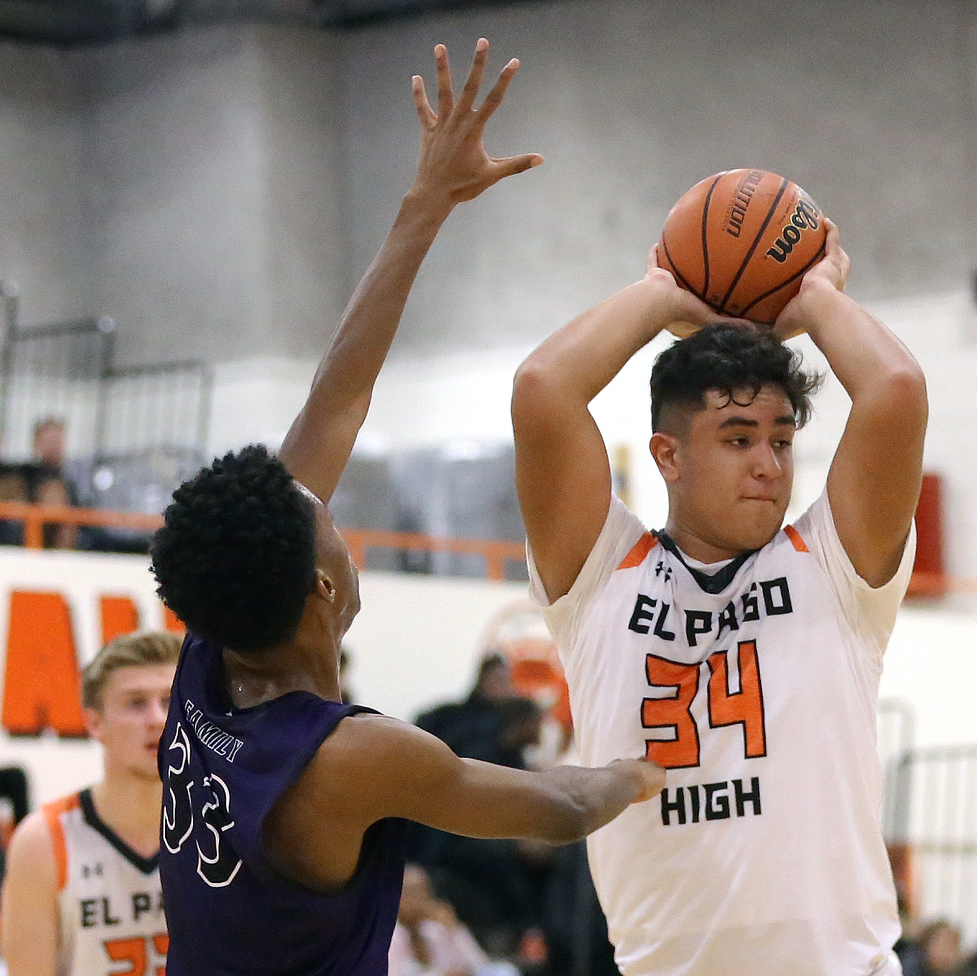 El Paso High held off Franklin to win the 2018 CD Jarvis Basketball Tournament Saturday at El Paso High School.