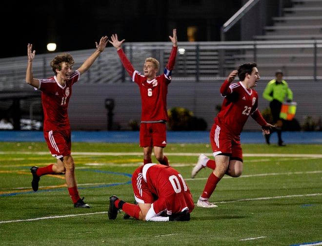 Ocean celebra su campeonato.  Ocean Township vs. Millburn en la final de fútbol del grupo III de chicos de NJSIAA en Union NJ.