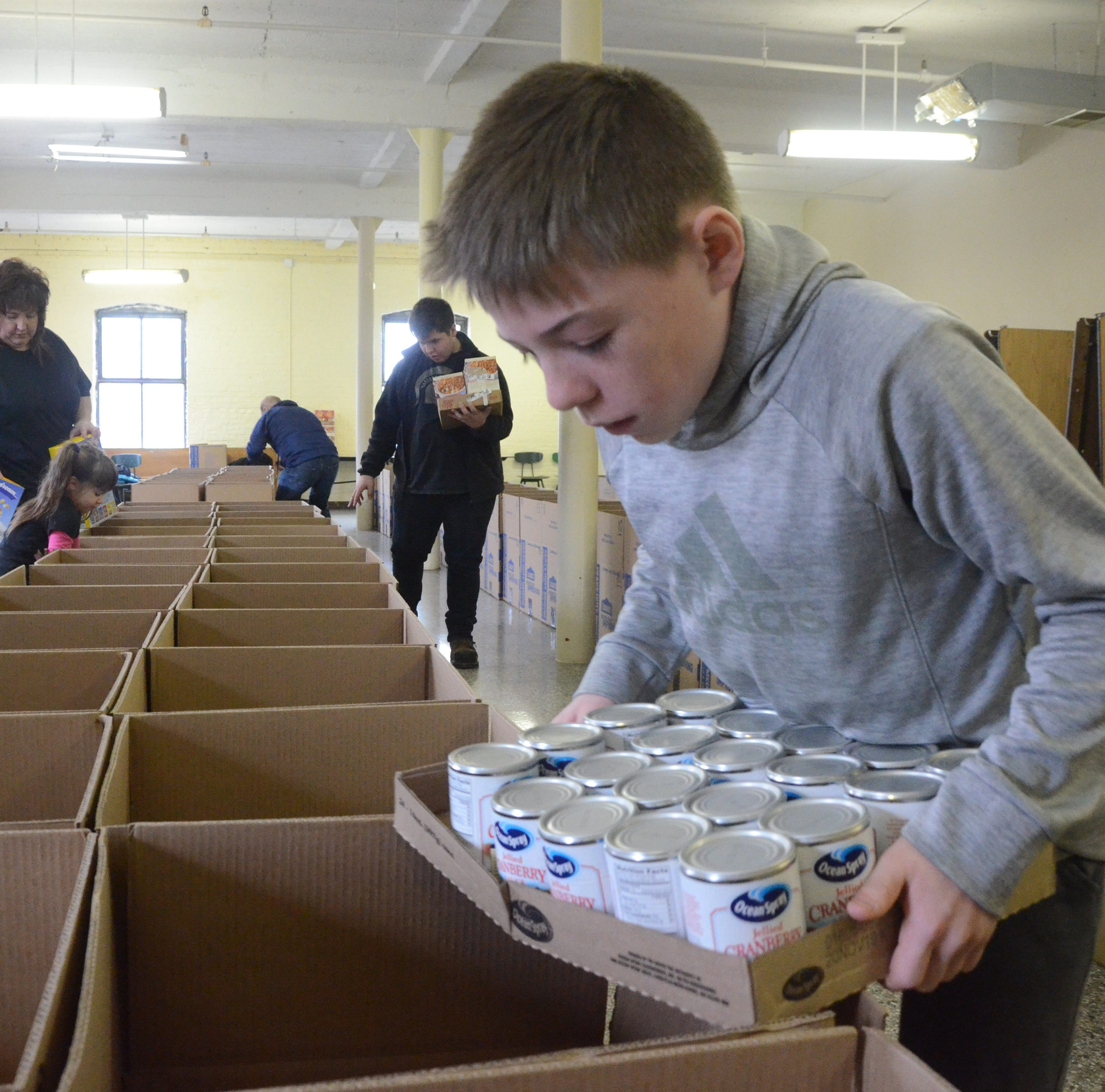 100 Thanksgiving meals distributed by New Leaf Project