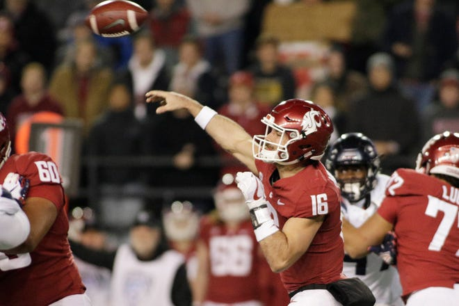 Gardner Minshew broke a school record with seven touchdown passes in Washington State's 69-28 win over Arizona on Saturday.