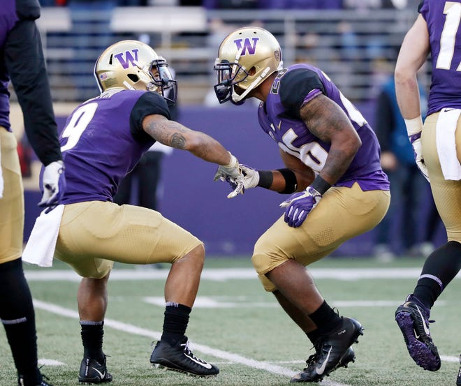 Washington's Myles Gaskin (left) congratulates Salvon Ahmed on Ahmed's touchdown run against Oregon State in the first half.