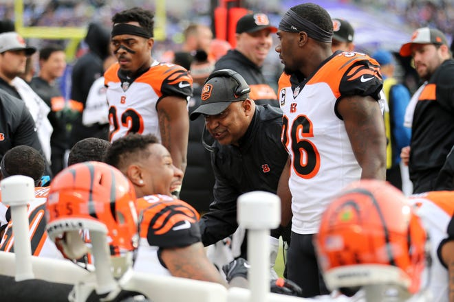 Cincinnati Bengals head coach Marvin Lewis, center, instructs the team in the second quarter of an NFL football game against the Baltimore Ravens, Sunday, Nov. 18, 2018, at M&T Bank Stadium in Baltimore.