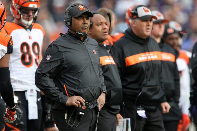 Cincinnati Bengals head coach Marvin Lewis and special assistant to the head coach Hue Jackson, right, watch the game in the second quarter of an NFL football game,Sunday, Nov. 18, 2018, at M&T Bank Stadium in Baltimore.