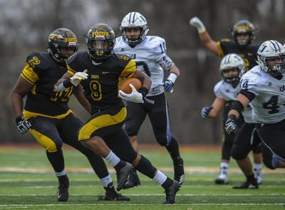 Piscataway'sJuwon Jackson (9) breaks free for extra yards against Union City during the NJSIAA North 2 Group V final on Saturday, Nov. 17, 2018.