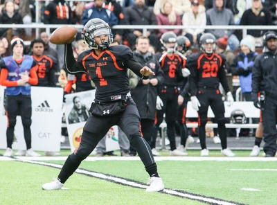 Somerville quarterback Jalahn Dabney throws a pass during the first half against Rumson-Fair Haven in the Central Group III final on Sunday, Nov. 18, 2018 at Somerville.