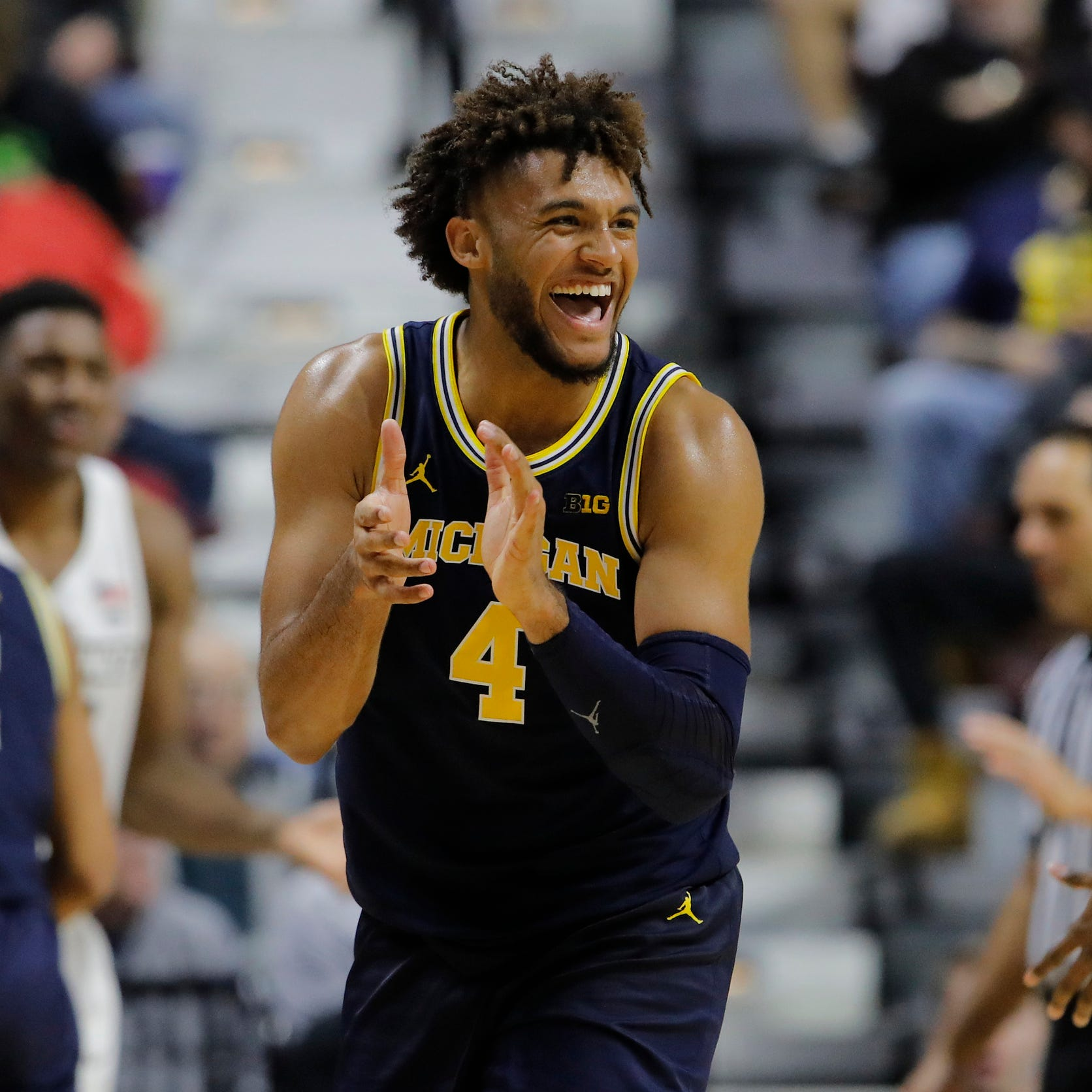 Michigan basketball smothers Providence early, wins, 66-47