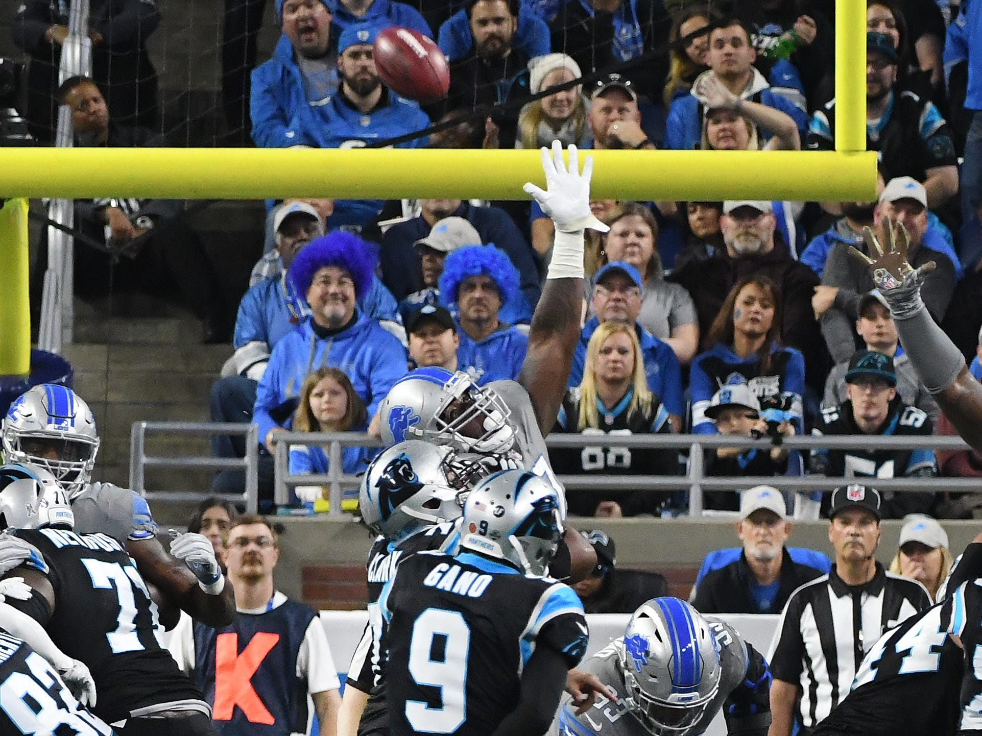 Panthers kicker Graham Gano's extra point attempt goes wide and Detroit and Carolina stay tied at 13 in the fourth quarter.  \