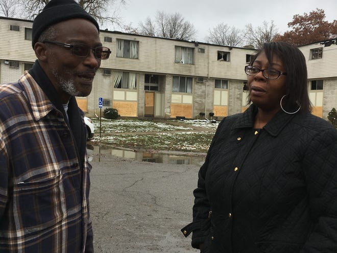 Alonzo and Linda Brown came back to their burned-out residence Sunday at the Canterbury Woods apartment complex to try and salvage items .