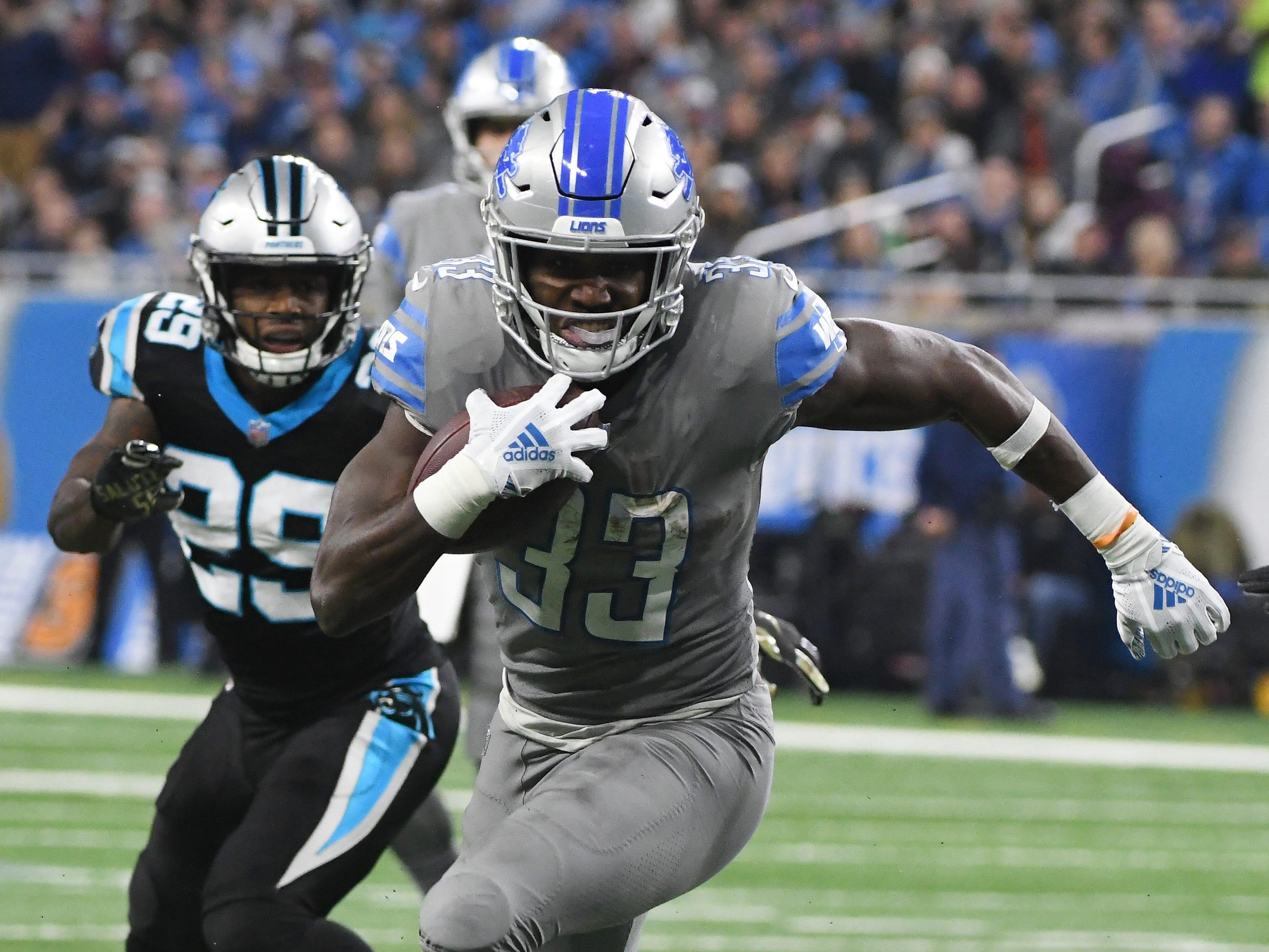 Lions running back Kerryon Johnson works up field after a first quarter run.