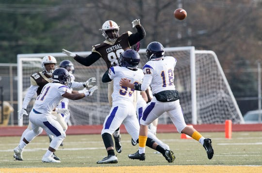 Central's Rayzel Joiner (88) attempts to block a pass during the Class 4A semistate game against the Marion County Giants Saturday, Nov. 17, 2018. Central won, 30-14.