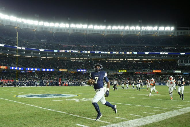Notre Dame Fighting Irish quarterback Brandon Wimbush (7) reacts to stepping out of bounds while running down the sidelines against the Syracuse Orange at Yankee Stadium.